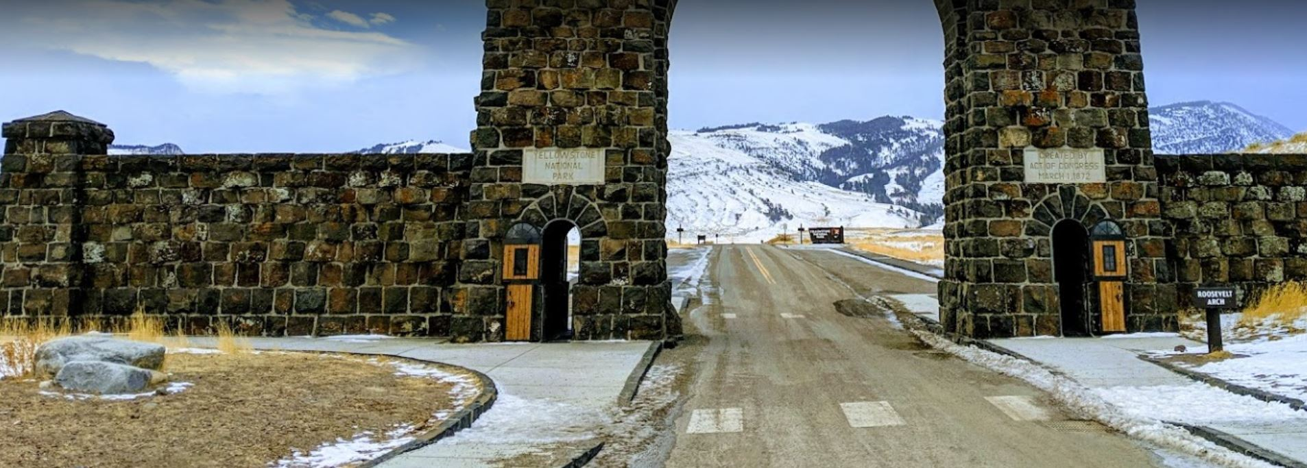 yellowstone arched entrance - welcome to yellowstone national park