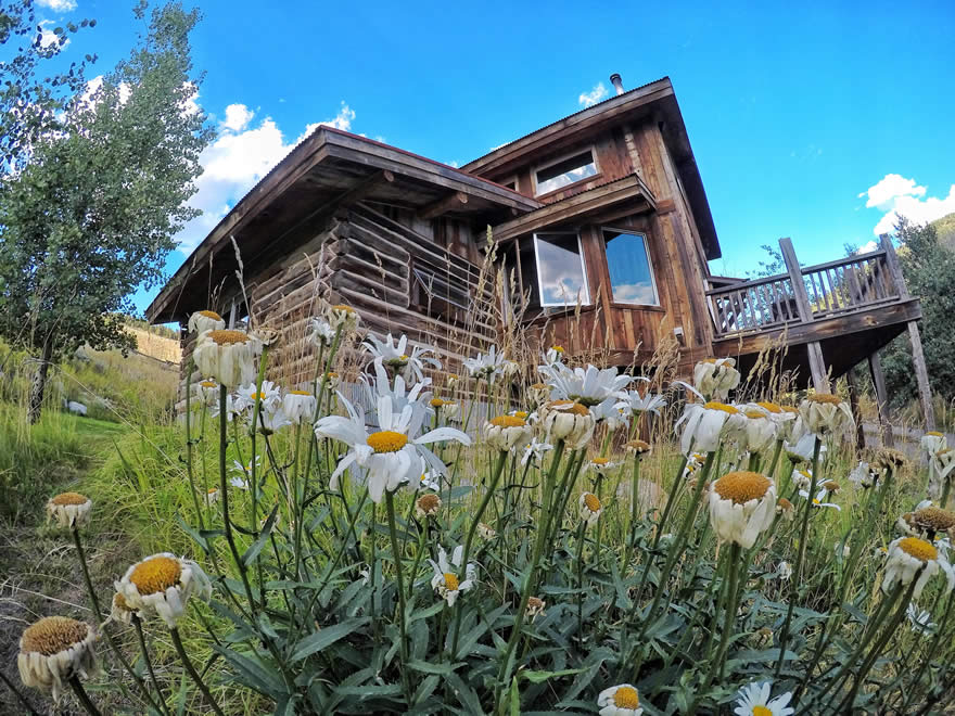 yellowstone national park lodging - sunny slope cabin